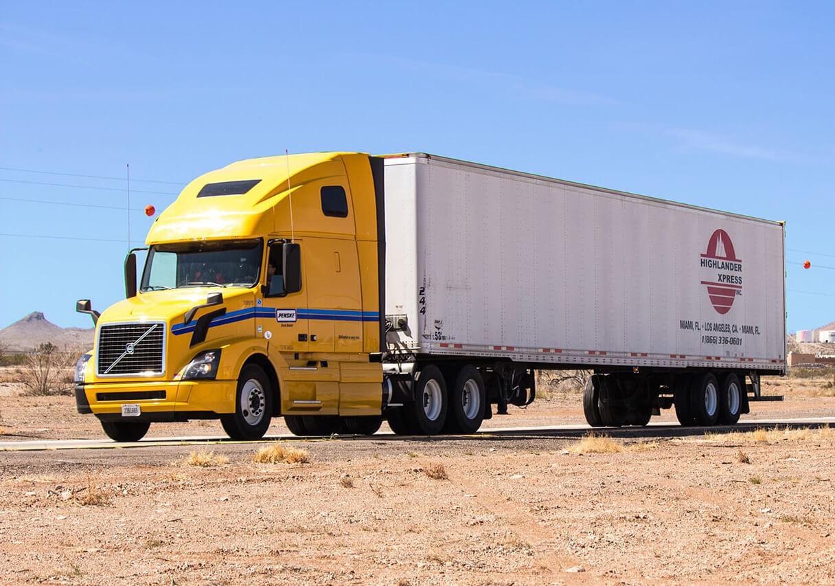 Cestovni transport - prikaz kamiona kao svakodnevnog transporta